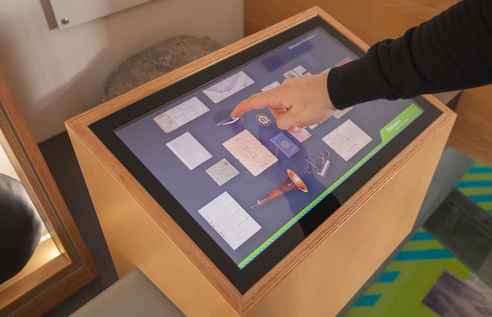The Touchscreen shows a representation of the objects in the showcase